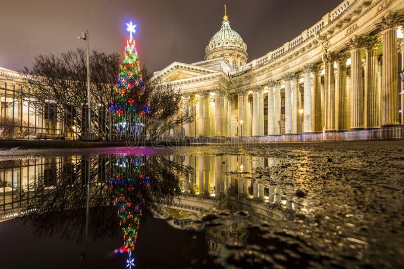 俄罗斯,圣彼德堡,03,2018年1月:喀山大教堂、新年的和圣诞装饰的看法 免版税图库摄影