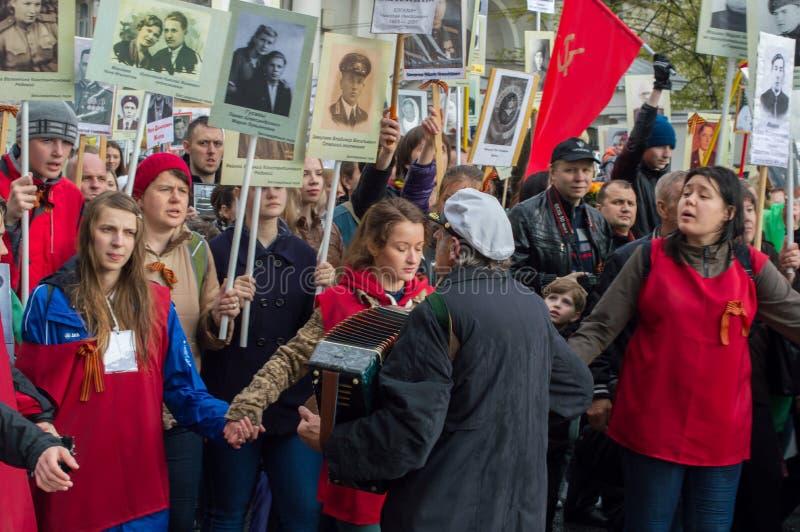 俄罗斯,圣彼德堡- 5月9 :不朽的军团游行,战士记忆在巨大爱国战争(二战)中 2014年 免版税库存照片