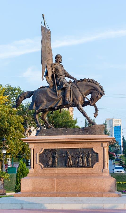 俄罗斯,对在伏尔加河堤防的翼果城市的创建者的一座纪念碑 免版税库存照片