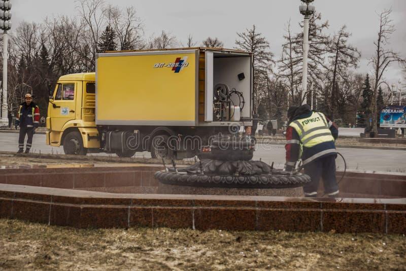 俄罗斯,莫斯科,2019年3月 VDNH 街道清洁服务 丰坦清洁 库存图片
