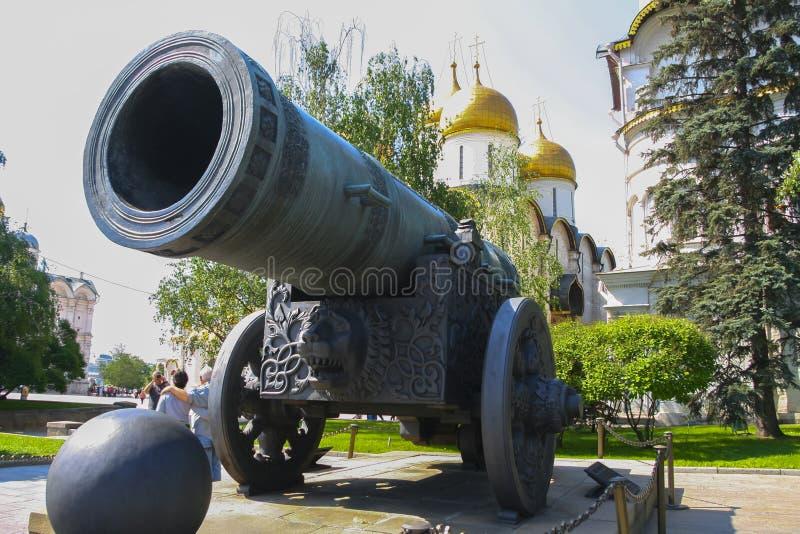 俄罗斯,莫斯科, 2011年5月2日-克里姆林宫,沙皇大炮 库存照片