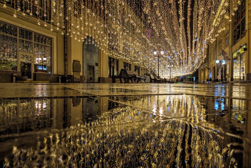 俄罗斯,莫斯科,06,2018年1月:新年和圣诞装饰在莫斯科 在Nikolskaya街道上的轻的装饰 免版税库存图片