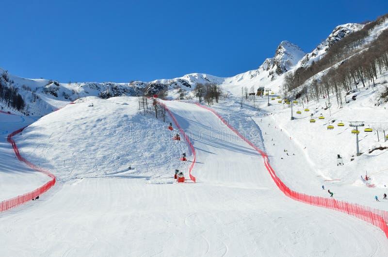 俄罗斯,索契,滑雪胜地罗莎Khutor的倾斜 免版税库存照片