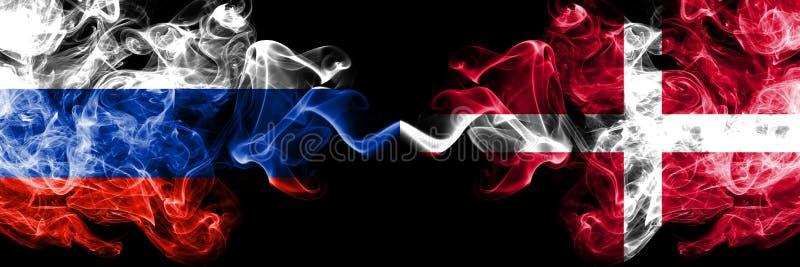 俄语对丹麦,肩并肩被安置的丹麦烟旗子 俄罗斯和丹麦的厚实的色的柔滑的烟旗子,丹麦语 皇族释放例证