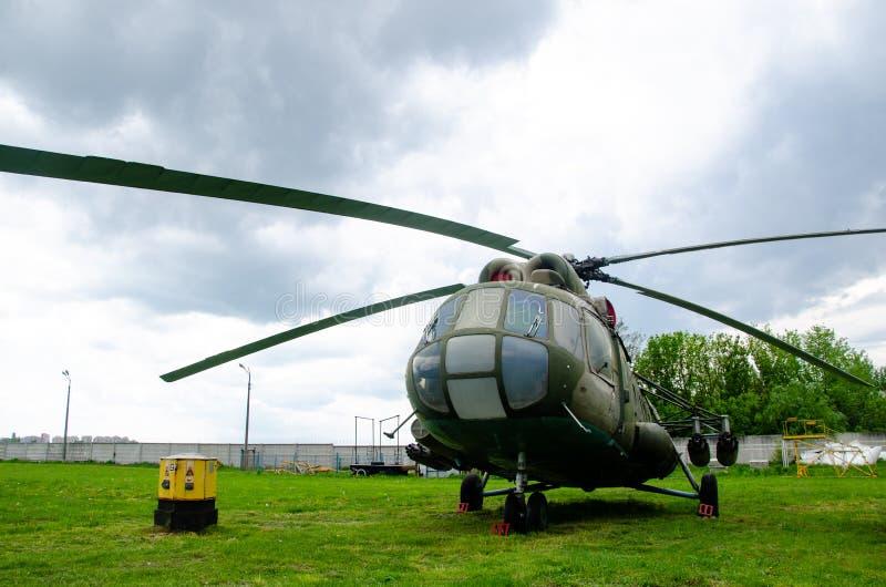 俄语的米尔Mi8:Ми-8,北约报告名字:熟悉内情的臀部H多用途直升机 库存图片