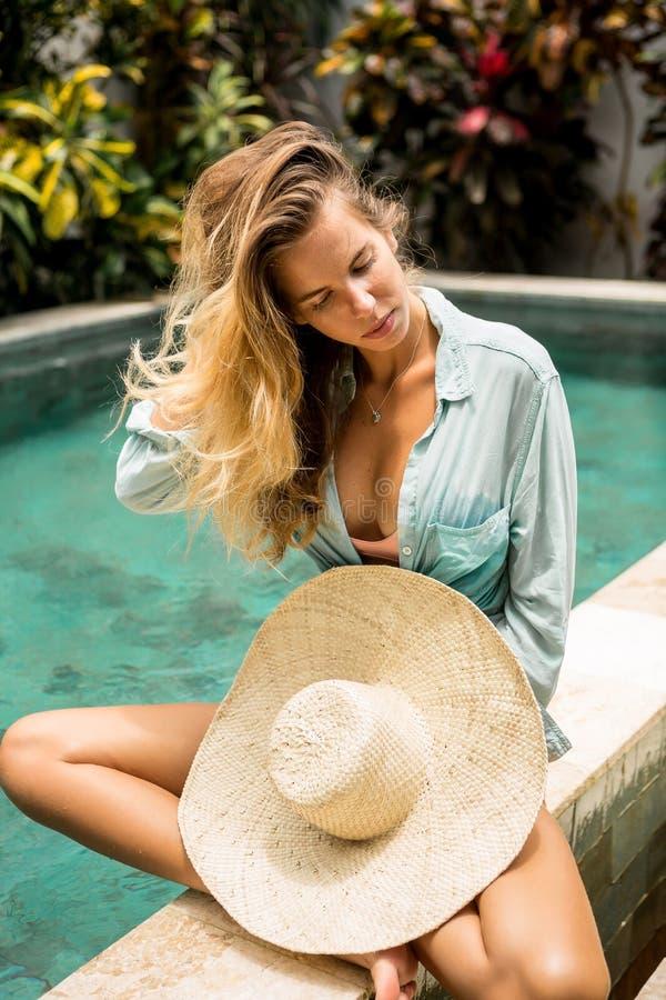 俏丽的夫人暑假 免版税库存图片