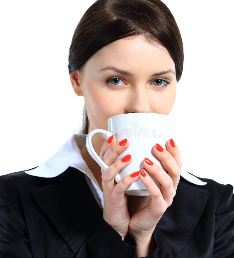 俏丽的女商人身分,藏品咖啡杯 免版税库存照片