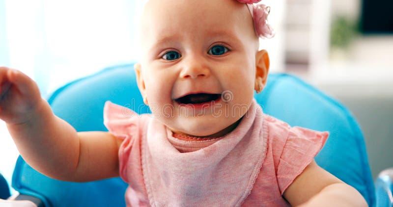 俏丽的女婴画象  免版税库存图片