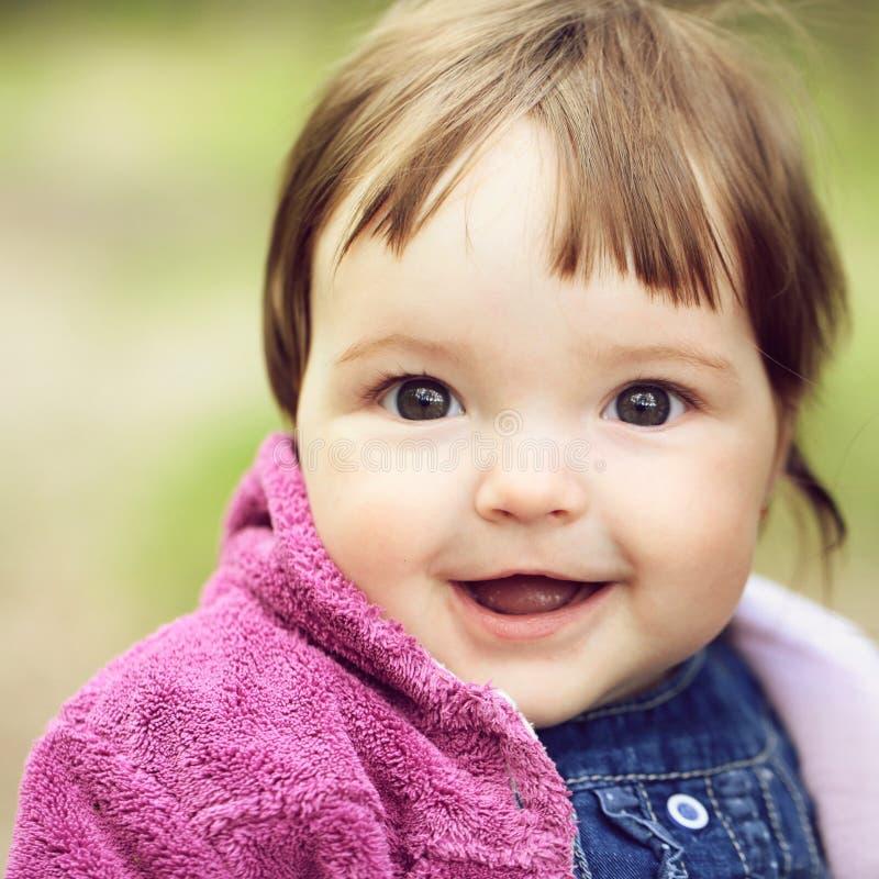 俏丽的女婴 免版税库存图片