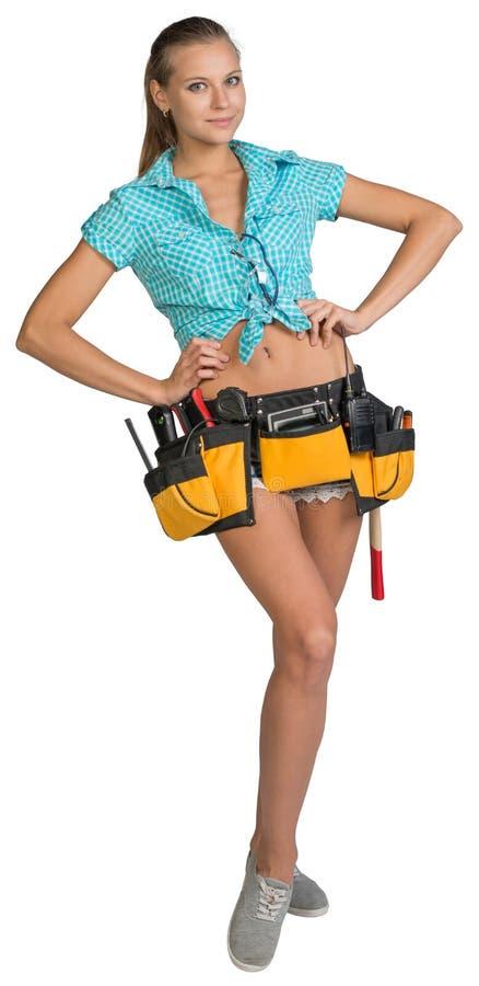 俏丽的女孩简而言之、衬衣和工具传送带与 免版税库存照片