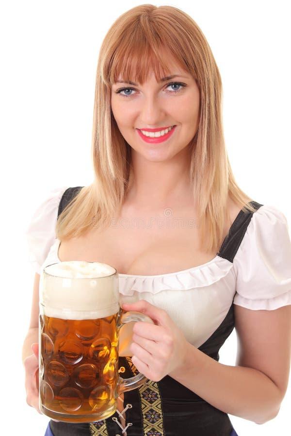 俏丽的女服务员用啤酒 库存照片