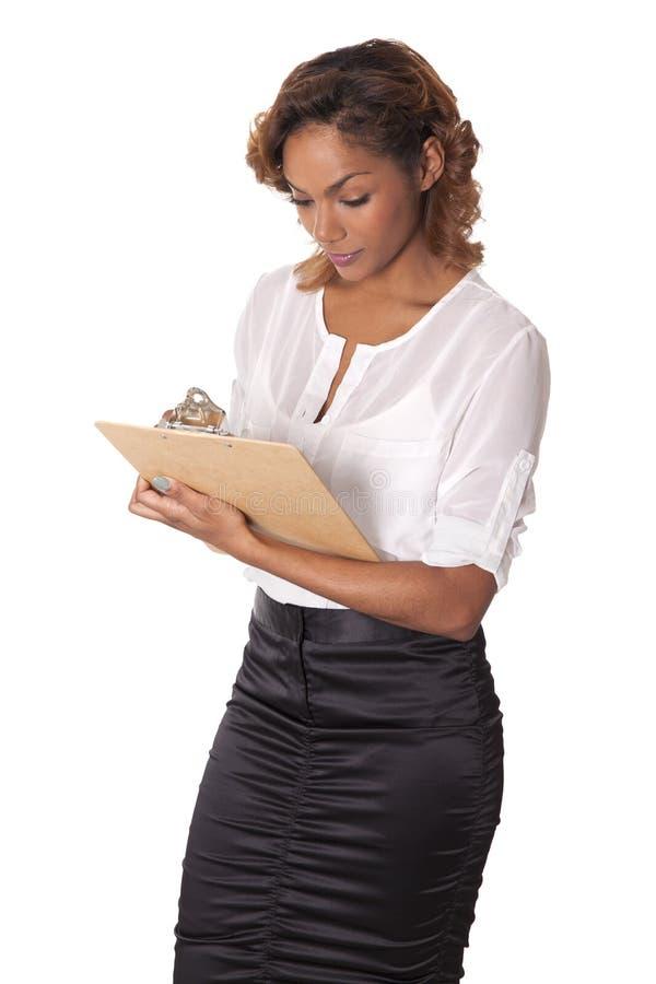 Download 俏丽的妇女看下来她的剪贴板。 库存图片. 图片 包括有 会议室, 电话会议, 玻璃, 附注, 种族, 背包 - 30330277