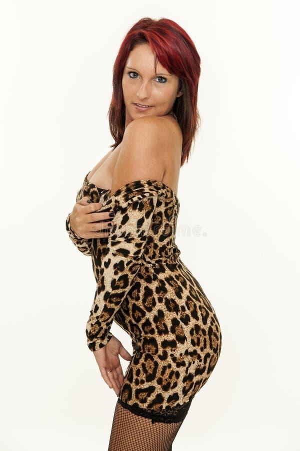 俏丽的性感的年轻红头发人妇女 免版税库存照片