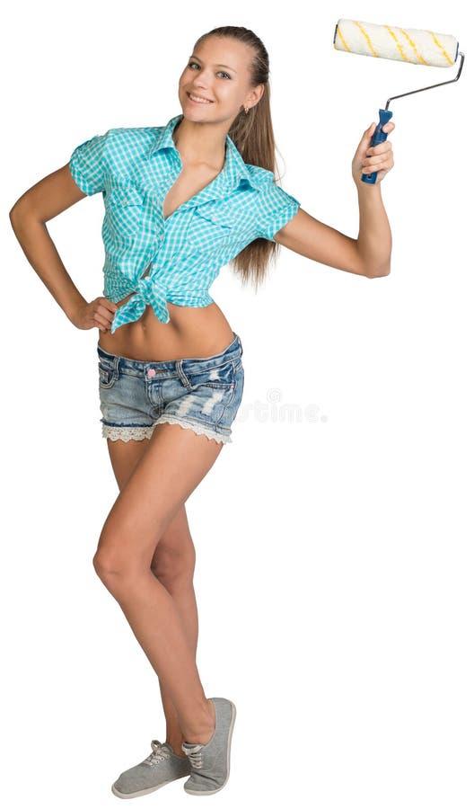 俏丽的拿着油漆的女孩简而言之和衬衣 免版税库存照片
