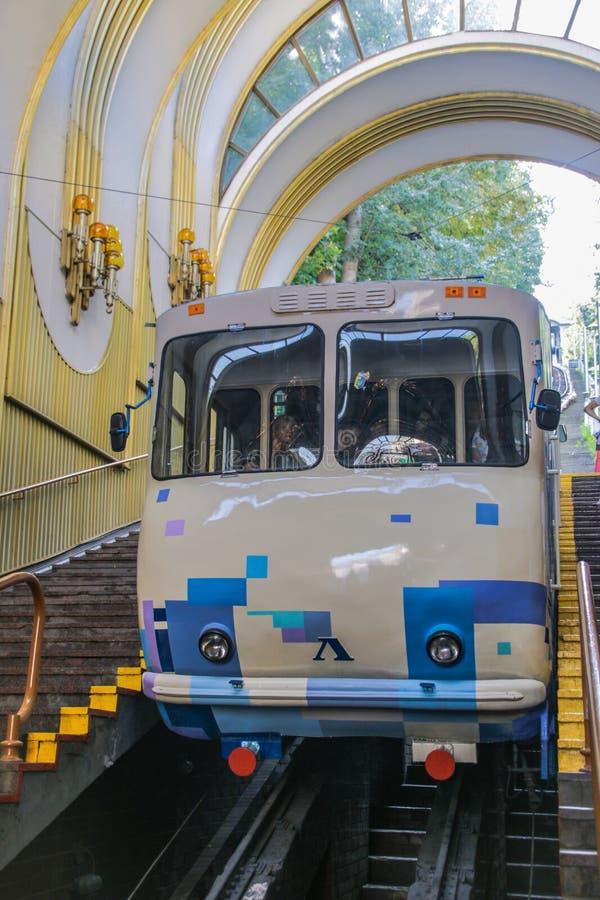 俏丽的汽车缆索铁路在基辅,乌克兰 库存图片