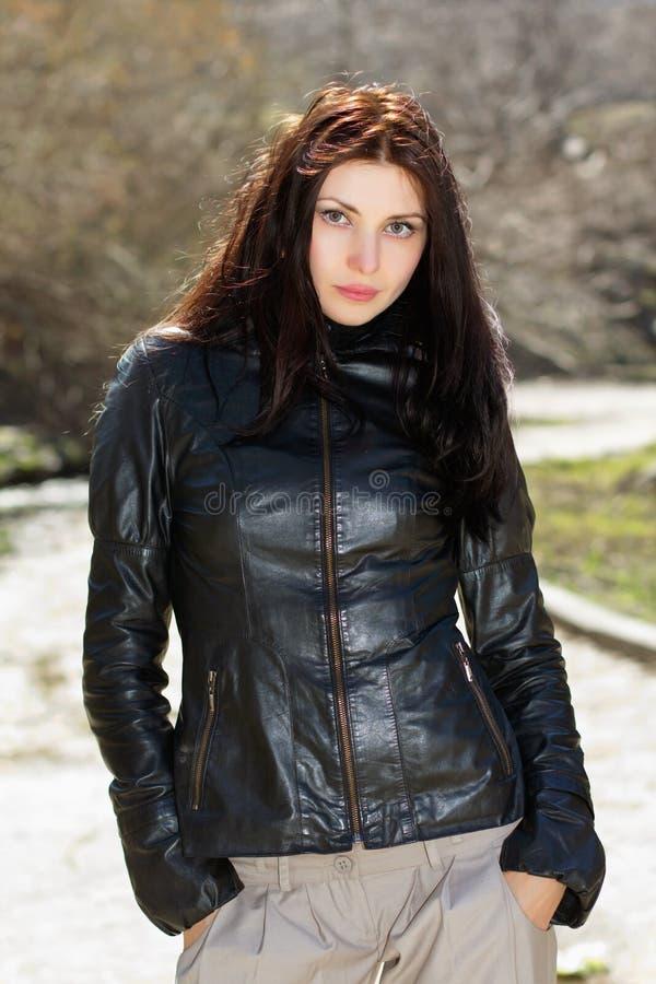 俏丽的深色的佩带的夹克 免版税库存图片