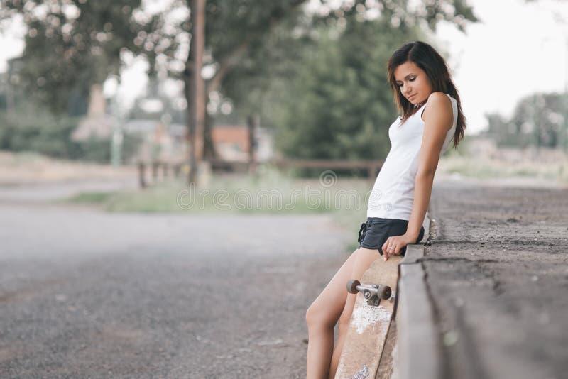 俏丽的溜冰者女孩 库存照片