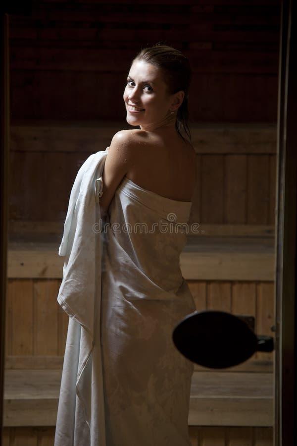 俏丽的蒸汽浴妇女年轻人 库存图片