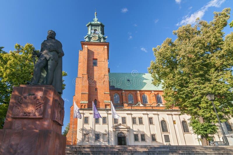 保佑的圣母玛丽亚和圣阿达兰,格涅兹诺,波兰的做法的大教堂大教堂 库存照片