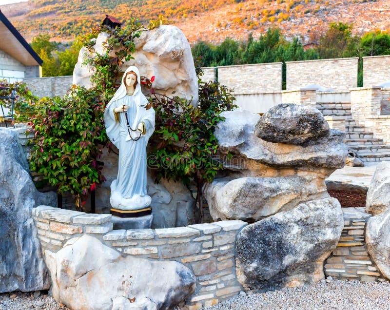 保佑的圣母玛丽亚的雕象在Medjugorje 库存图片