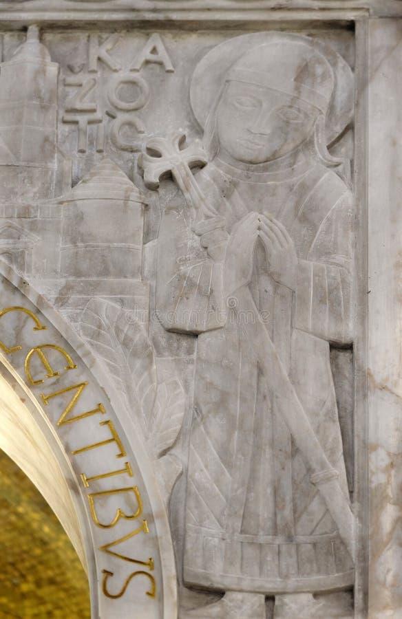保佑的奥古斯丁Kazotic,祭坛上的天盖细节在圣布莱斯教会里在萨格勒布 免版税库存照片