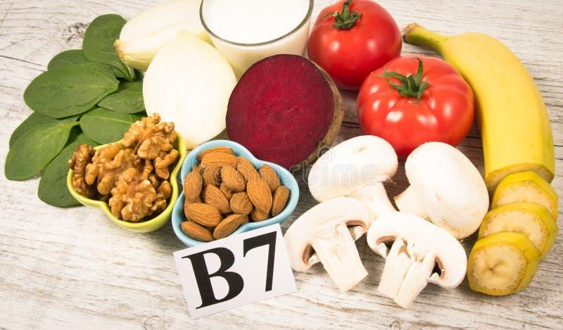 保健品和成份作为来源维生素B7生物素、饮食纤维和自然矿物,滋补吃的概念 免版税库存图片