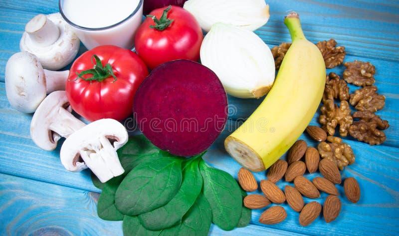 保健品和成份作为来源维生素B7生物素、饮食纤维和自然矿物,滋补吃的概念 库存图片