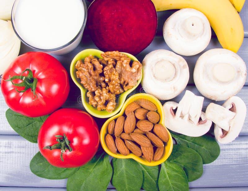 保健品和成份作为来源维生素B7生物素、饮食纤维和自然矿物,滋补吃的概念 库存照片