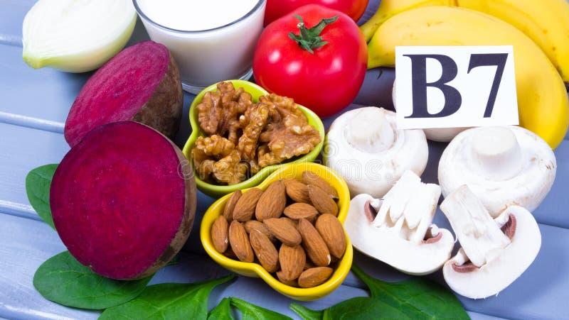 保健品和成份作为来源维生素B7生物素、饮食纤维和自然矿物,滋补吃的概念 免版税图库摄影