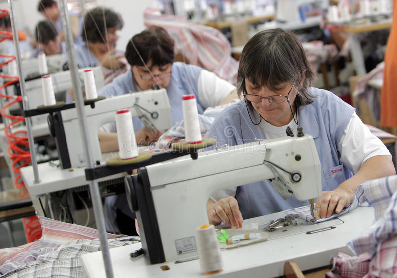 保加利亚剪裁衣物工厂 免版税图库摄影