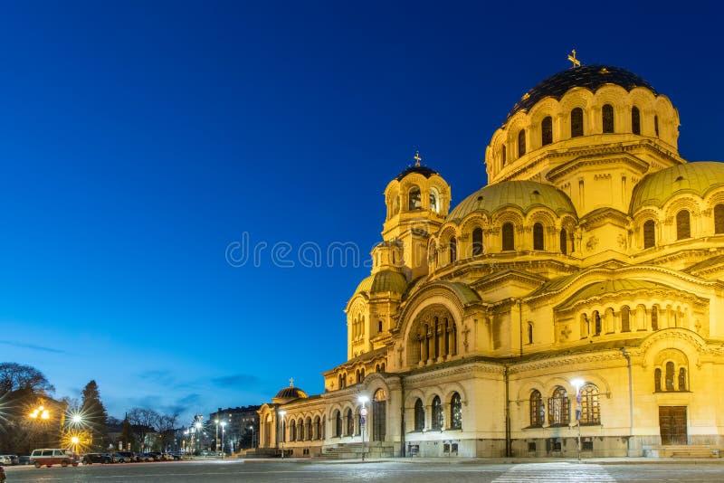 保加利亚索非亚的保加利亚东正教亚历山大涅夫斯基大教堂的夜景 免版税库存图片