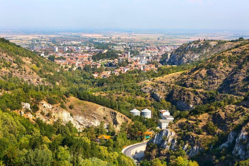 保加利亚阿塞诺夫格勒镇空中全景 免版税库存图片