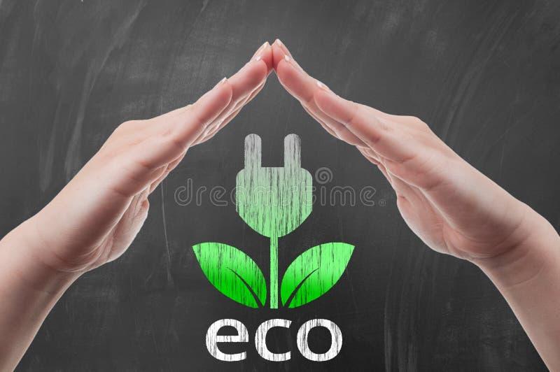 保护在黑板的手绿色能量概念凹道 免版税图库摄影