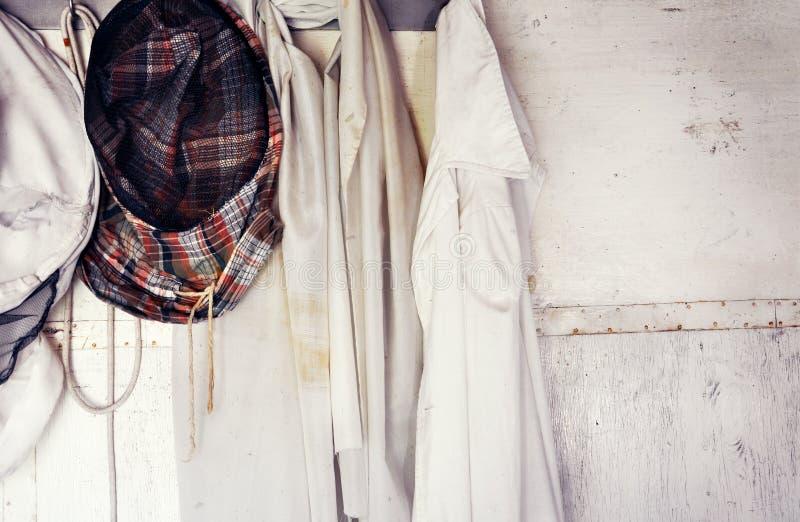 保护的蜂农面具 蜂农` s衣物 库存照片