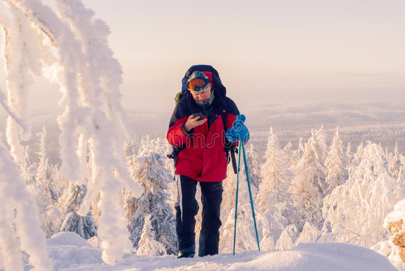 保持联系在冬天高涨 库存照片