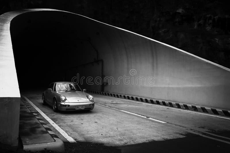 保时捷911 964 Carrera 2退出的Kaybiang隧道 图库摄影