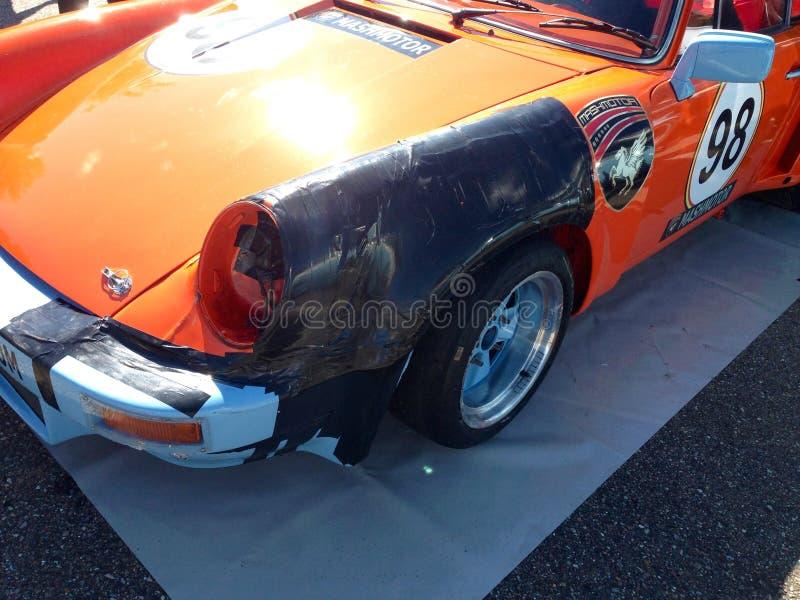 保时捷911 RSR碰撞和修理与胶带 库存图片