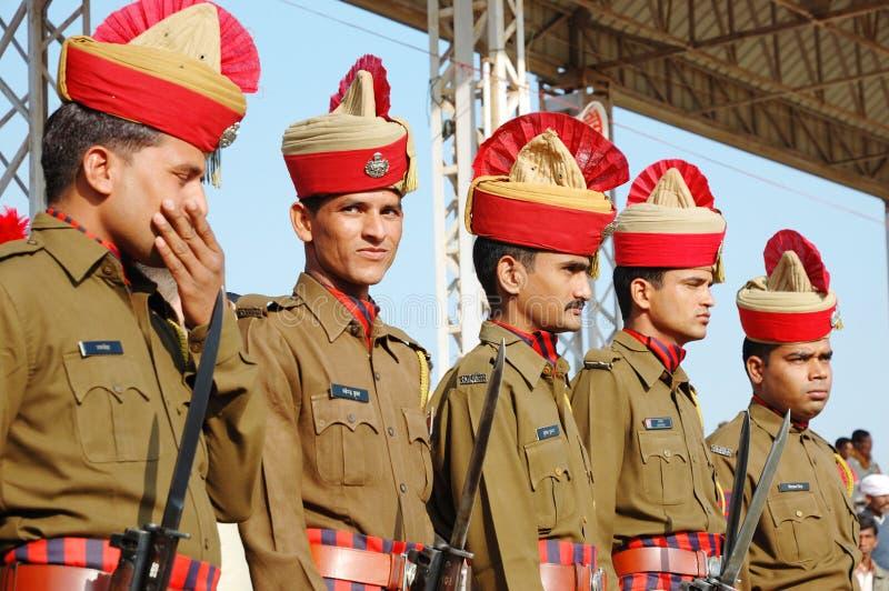 保留命令的印第安卫兵在每年骆驼整整的节假日在Pushkar,印度 免版税库存照片