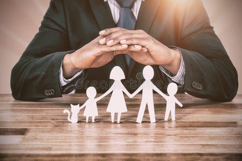 保管商维养护的家庭的概括图象在纸的用他的顺手