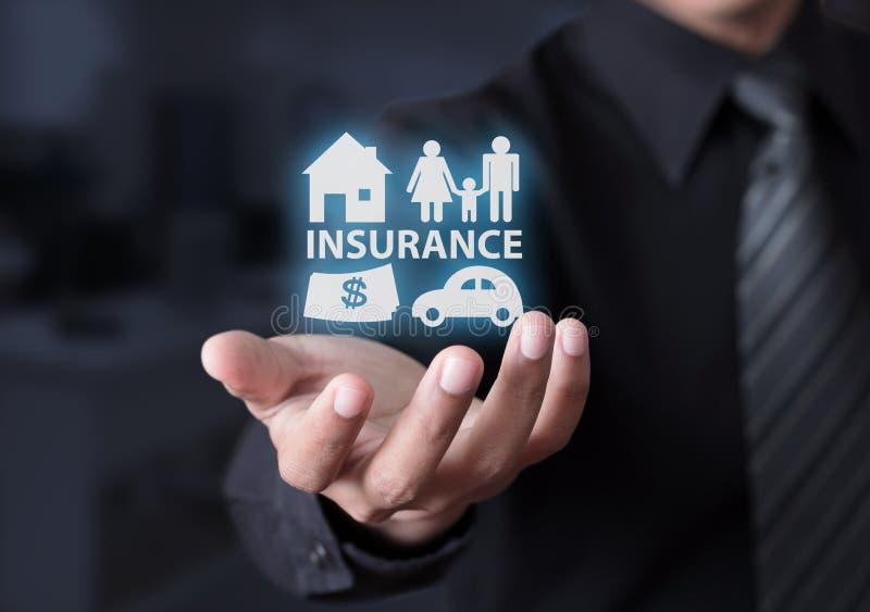 保险的概念与房子、汽车、家庭和金钱的 库存图片