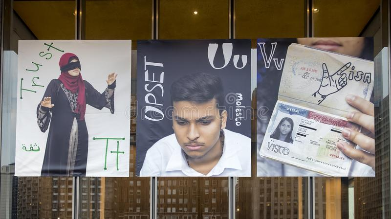 信任、U翻倒的和V的签证乙烯基横幅的,移民字母表项目,费城信件T 免版税图库摄影