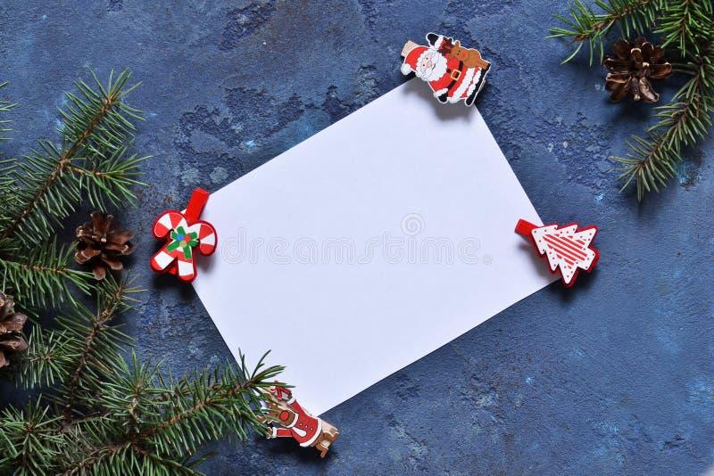信函圣诞老人 与装饰的圣诞卡片与空间为 库存图片
