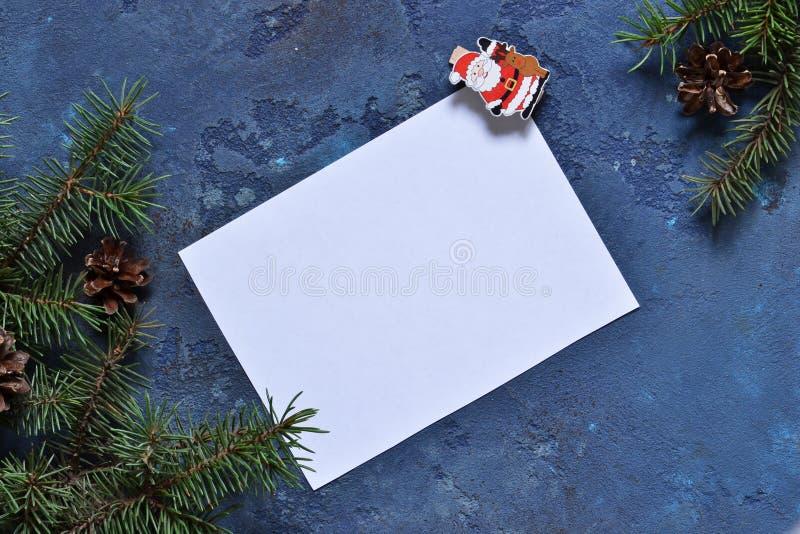 信函圣诞老人 与装饰的圣诞卡片与空间为 图库摄影