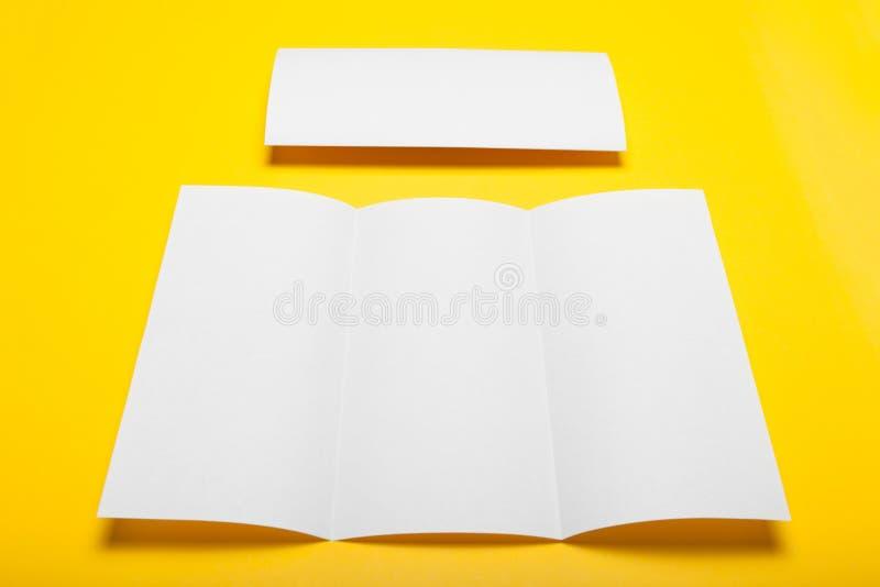 信头空白大模型,三部合成的传单DL飞行物模板 库存图片