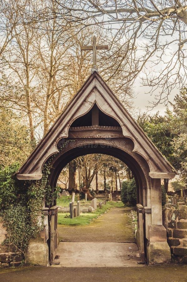 信念欢迎-墓地的门廓 图库摄影