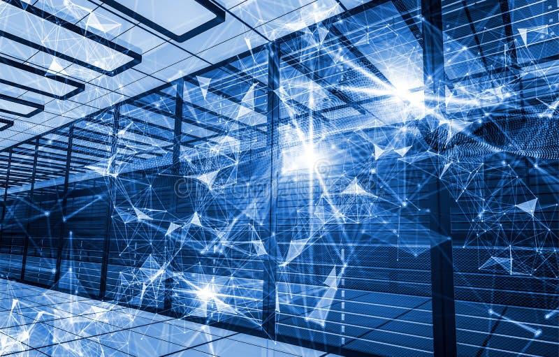 信息技术的概念,计算和数据存储 与连接的小点的抽象构成和线和三角 向量例证