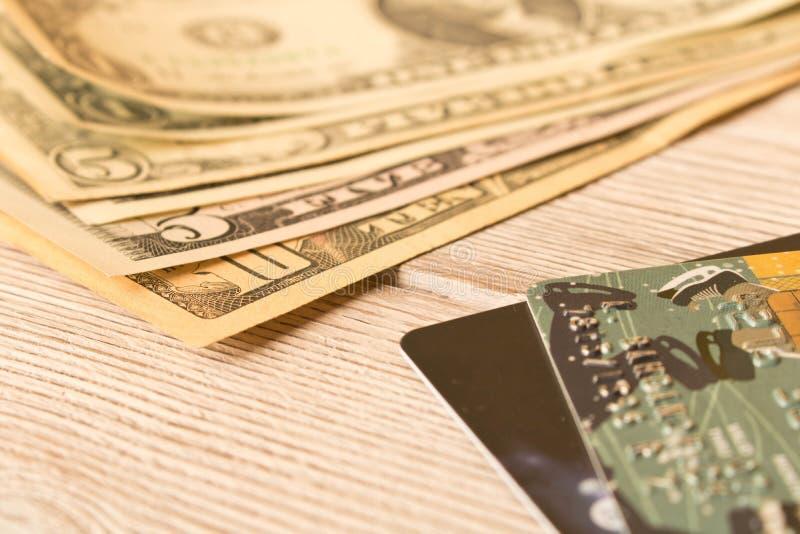 信用卡和现金美元 资助的概念 r 免版税图库摄影