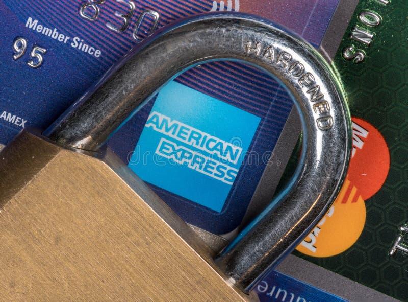 信用卡宏指令与挂锁的有在美国运通的焦点的 库存图片