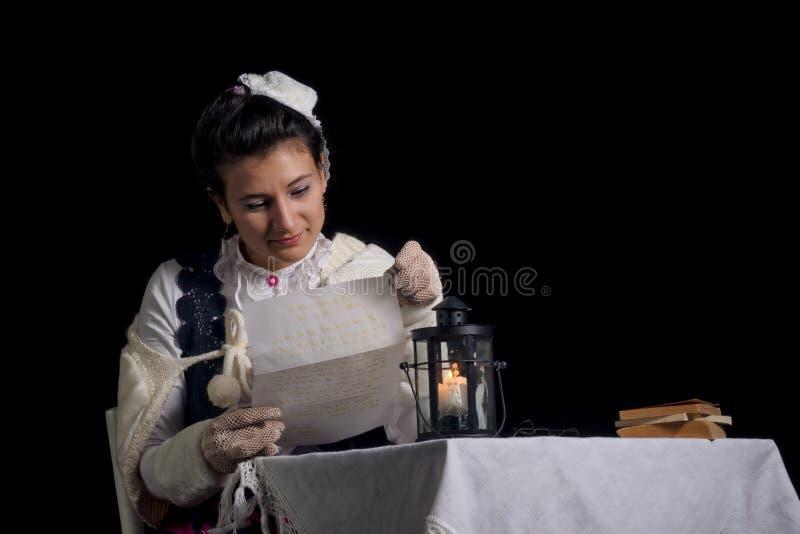 读信的古板的夫人 图库摄影
