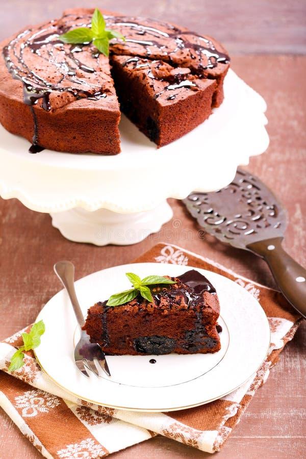 修剪和巧克力奶油蛋糕 库存图片